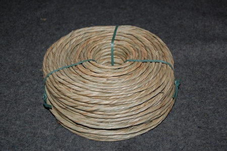 Zeegras alleen gedraaid   4,0 - 5,0 mm  rol van 1 kg  per stuk