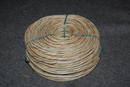 Zeegras alleen gedraaid   3,0 - 4,0 mm  rol van 1 kg  per stuk