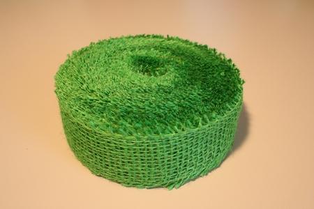 Jute band gekleurd  4 cm breed  strekkende mete