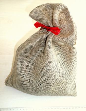 Hiro Jute Deco zakje   25 x17 cm met roodtextielbandje  per stuk
